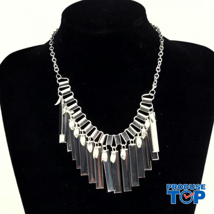 Colier dama cu pandantive atarnatoare argintii si lant  COL007
