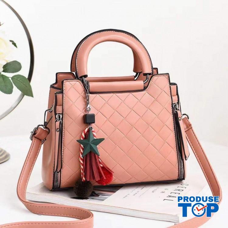 Geanta din piele eco roz somon cu design in romburi si breloc stea cu puf ACGD227